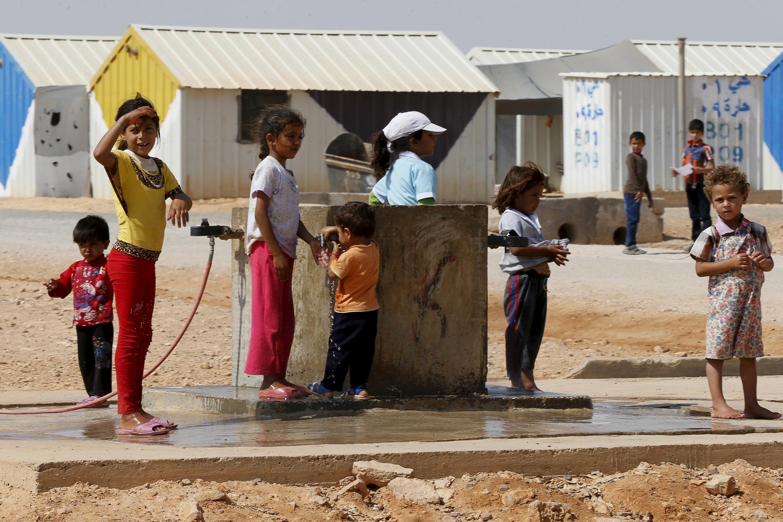 Point d'eau dans un camp de réfugiés syriens en Jordanie (image d'illustration). Environ 1,8 milliard de personnes se rendent ou travaillent dans des établissements de santé ne disposant pas de services d'approvisionnement en eau de base, avertissent l'Organisation mondiale de la santé (OMS) et le Fonds des Nations unies pour l'enfance (Unicef).