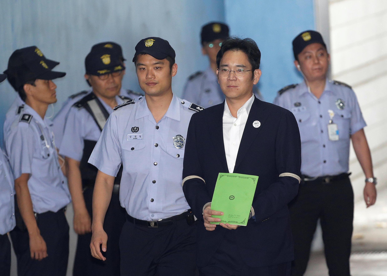 លោក  Lee Jae-yong ប្រមុខដឹកនាំក្រុមហ៊ុន Samsung Electronics បានមកដល់តុលាការក្រុងសេអ៊ូលប្រទេសកូរ៉េខាងត្បូងនៅថ្ងៃទី ៧ ខែសីហាឆ្នាំ ២០១៧