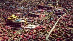 Khu Tu viện Phật Giáo Tây Tạng Serthar (Larung Gar) tại tỉnh Tứ Xuyên (Trung Quốc).