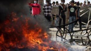 1月3日星期五,柬埔寨警方對示威遊行的紡織工人開火。