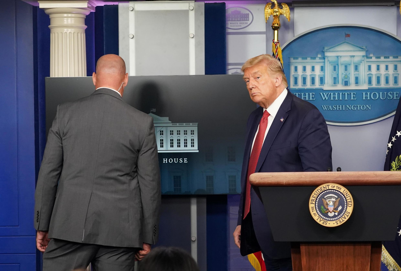 An gaggauta kawar da shugaba Donald Trump jim kadan da jin karar harbin bindiga a wajen fadar White House.