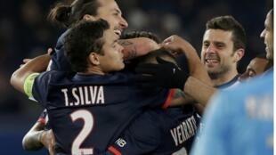 Com gol de Maxwell, PSG vence Olympique de Marselha.