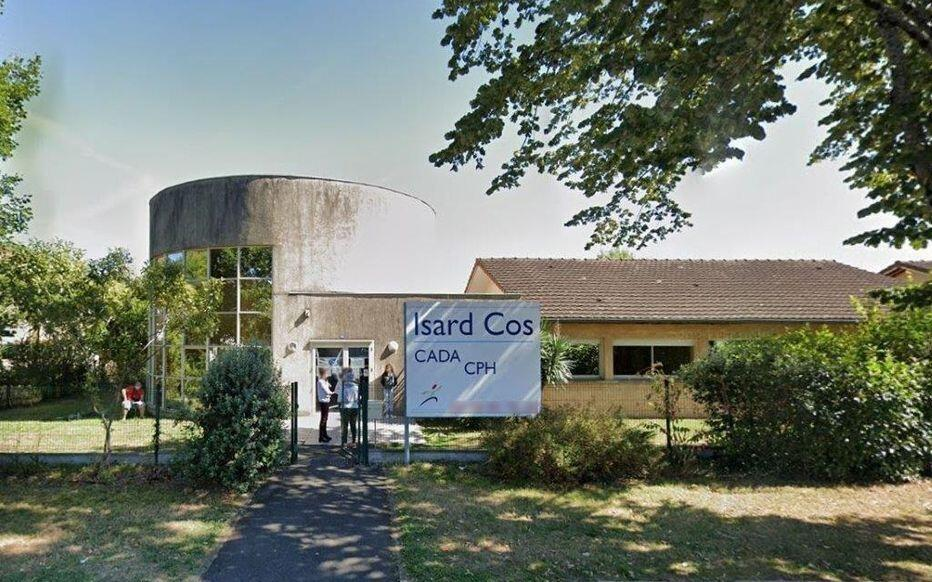 2021-02-20 france pau asylum centre isard cos