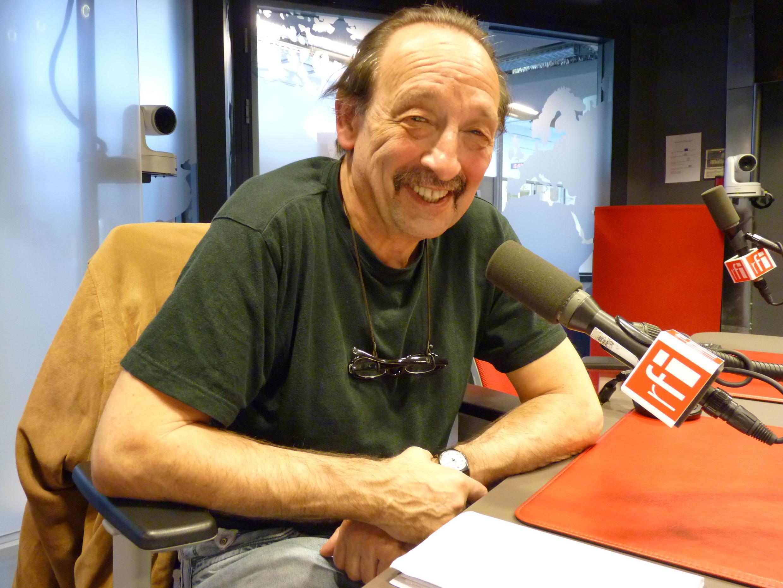 Maurice Lemoine en los esudios de Radio Francia Internacional