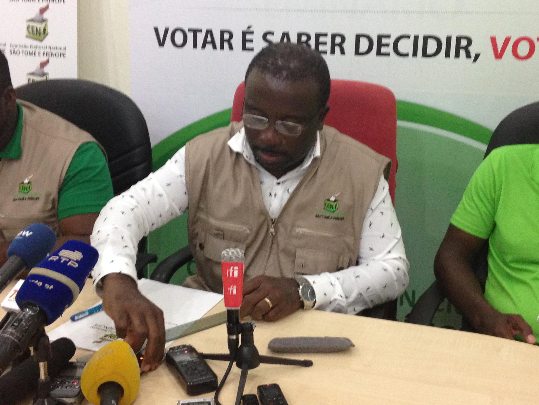 Alberto Pereira, presidente da CEN, durante a divulgação dos resultados preliminares das eleições de ontem.