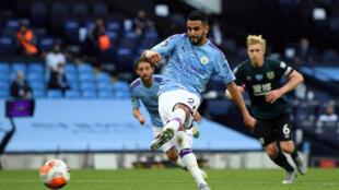 L'Algérien de Manchester City Riyad Mahrez auteur d'un doublé contre Burnley, le 22 juin 2020 à Manchester