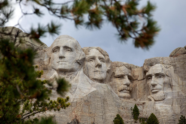 El presidente de los EE.UU. Donald Trump presidirá una noche de fuegos artificiales el 3 de julio de 2020 - la víspera de la fiesta del 4 de julio - en el Monte Rushmore en Dakota del Sur.