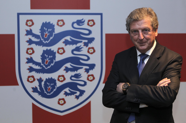 Kocha Mkuu Mpya wa Timu ya Taifa ya Uingereza Roy Hodgson muda mchace baada ya kuingia mkataba wa miaka minne kuinoa timu hiyo