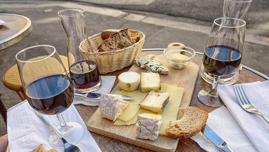 بسیاری از کالاهای وارداتی از اتحادیه اروپا عمدتاً مواد خوراکی مانند پنیر ایتالیا و آشامیدنی مانند شراب فرانسه و ویسکی اسکاتلند، هدف تعرفه گمرکی ۲۵ درصدی آمریکا قرار میگیرند.