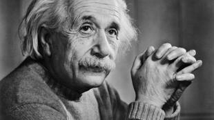 Nhà bác học Albert Einstein (1879 -1955), cha đẻ của Thuyết tương đối làm thay đổi căn bản hiểu biết của con người về vũ trụ