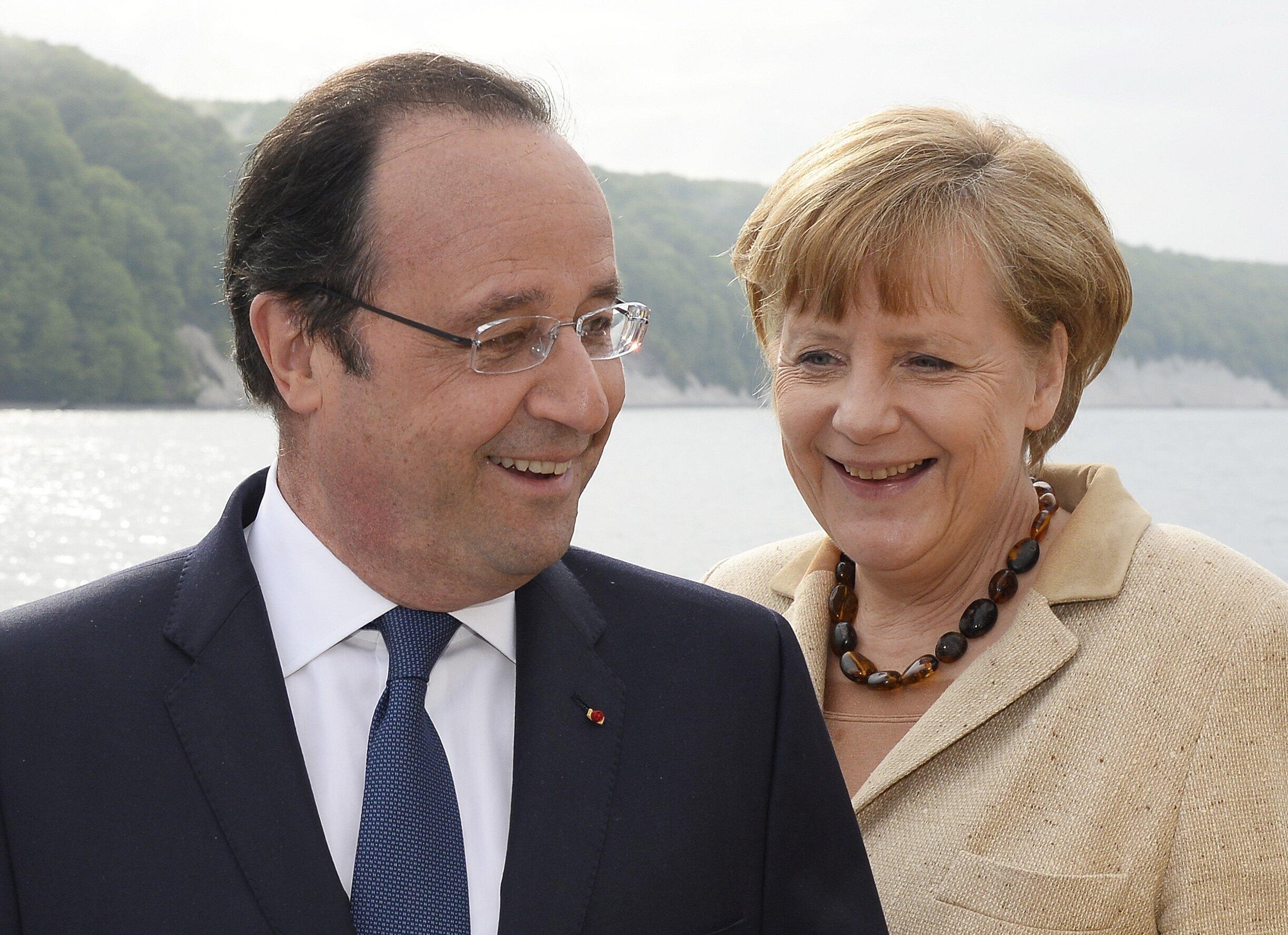 François Hollande e Angela Merkel a bordo do «MS Nordwind», no mar Báltico, 9/5/14.