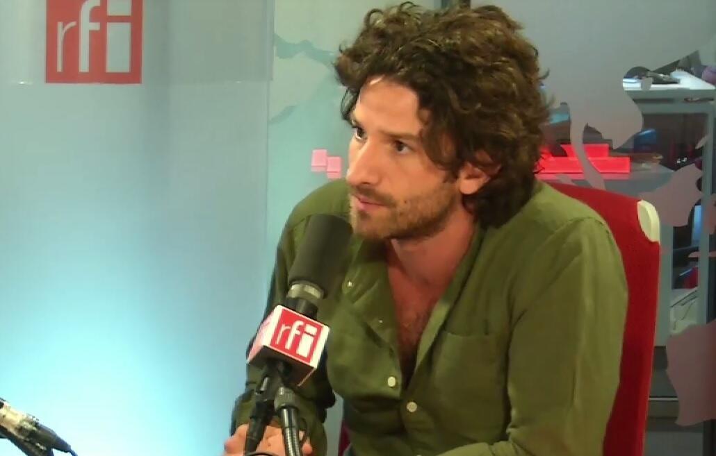 El escritor Miguel Bonnefoy en los estudios de RFI, junio de 2017.