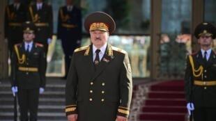 Le président biélorusse a formellement entamé son sixième mandat, mercredi 23 septembre, après une cérémonie d'investiture qui n'avait pas été annoncée en amont.