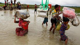 Wasu 'yan Rohingya na ta tserewa saboda jamian tsaron Myanmar na farautarsu