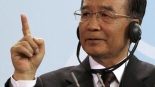 O Primeiro Ministro chinês Wen Jiabao, em Berlim nesta terça-feira (28).