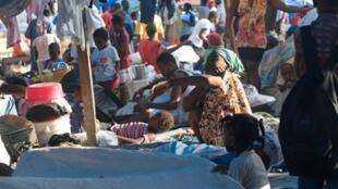 A Pétionville, une banlieue de Port-au-Prince, environ un millier d'Haïtiens vivent Place Saint Pierre,  depuis le tremblement de terre du 12 janvier 2010.