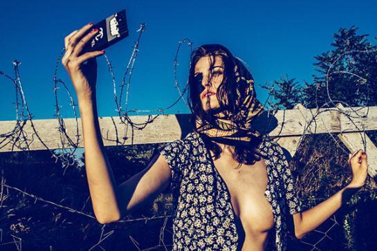 """Ideia de simular migrante """"fashion"""" não agradou internautas."""