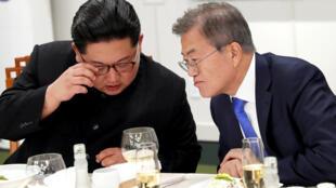 朝鲜领袖金正恩2018年4月27日与韩国总统文在寅在板门店峰会上
