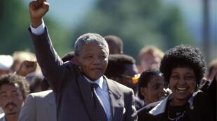 Nelson Mandela à sa libération de prison, le 11 février 1990.