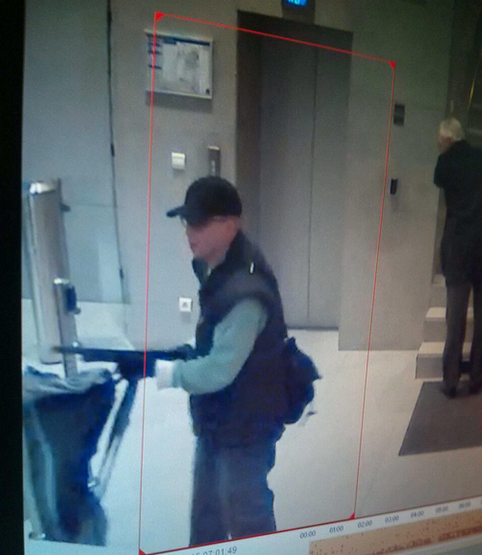 Imagem do atirador, feita pelas câmeras de segurança de BFM TV, na última sexta-feira, dia 15 de novembro.