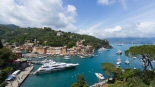 Portofino_-_2016-06-02_-_View_from_Chiesa_San_Giorgio_-_3284