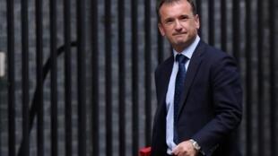 Le ministre chargé du Pays de Galles, Alun Cairns, a dû démissionner au premier jour de la campagne après avoir menti dans une enquête.