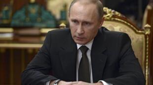O presidente russo, Vladimir Putin durante reunião sobre acidente do avião russo no Egito. No Kremlin em Moscou, Rússia 17 de novembro de 2015.