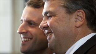 法国经济部长马克隆(Emmanuel Macron 左) 与德国副总理加布里尔Sigmar Gabriel.