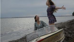 Les actrices Lou de Laâge et  Joséphine Japy dans le film «Respire» de Mélanie Laurent.