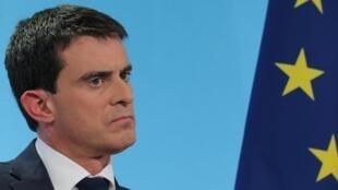Le Premier ministe Manuel Valls a sèvèrement répondu aux critiques du président de l'UMP Nicolas Sarkozy, ce 22 janvier 2015.