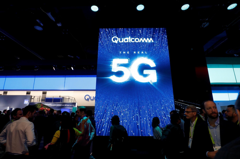 Qualcomm, fabricant de puces électroniques, domine le marché des téléphones mobiles.