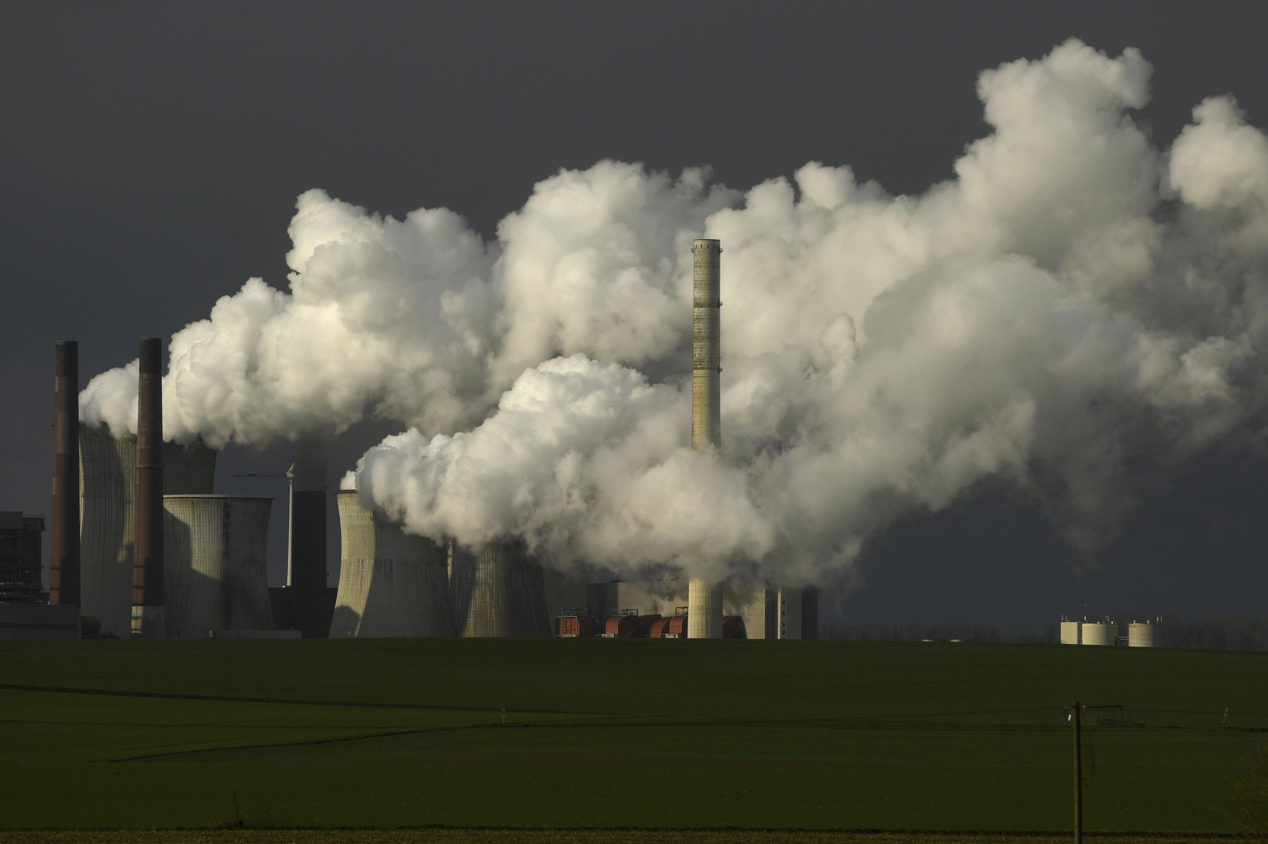 Population confinement has led to drastic changes in energy use and CO2 emissions.