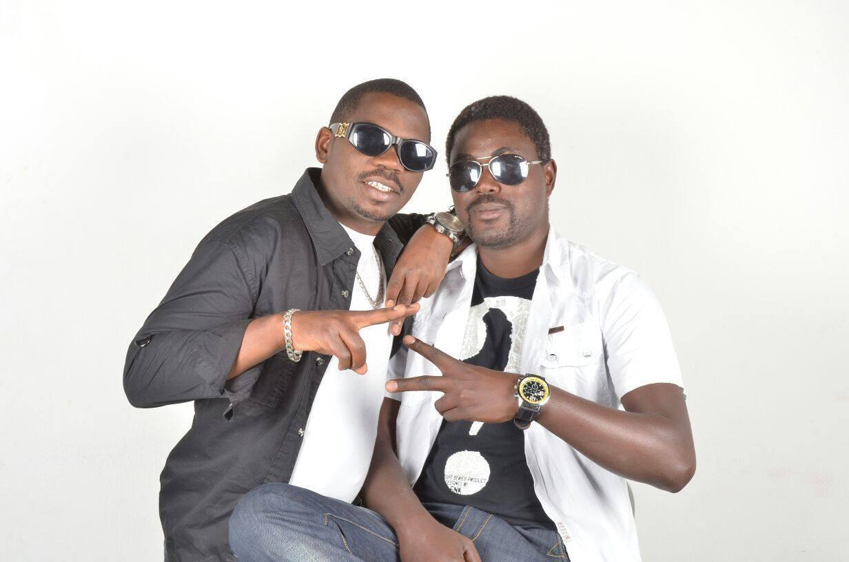 vijana wawili wenye ulemavu wa macho kutoka kundi la peace and Love
