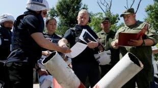 Представители ОБСЕ проводят инспекцию на «линии соприкосновения» в районе станицы Луганская. 9 июня 2019