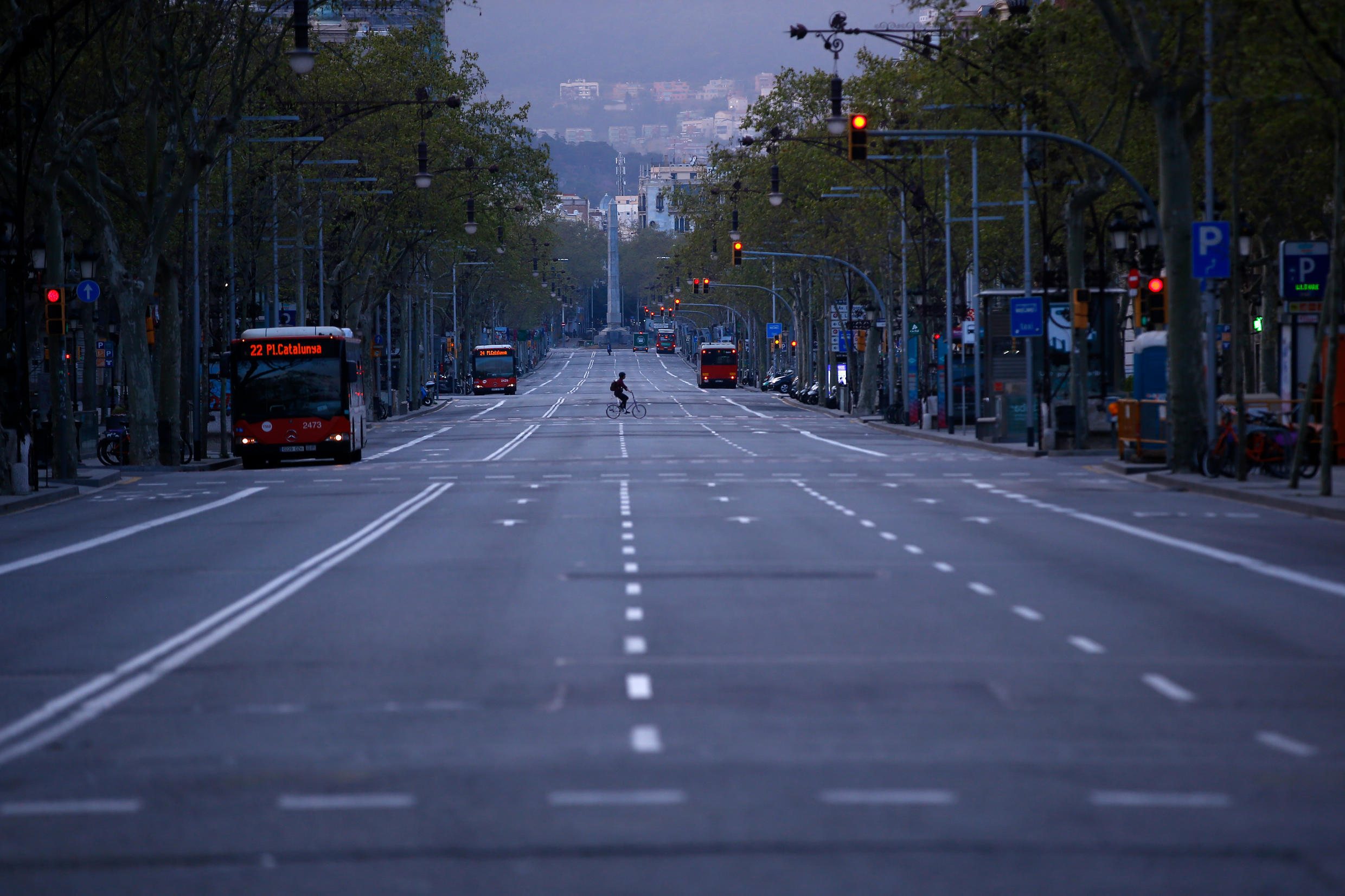 The shutdown in Spain has emptied the streets of the main cities, such as Barcelona