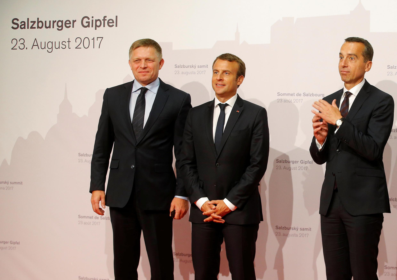Từ trái sang phải : Thủ tướng Slovakia Robert Fico, tổng thống Pháp Emmanuel Macron và thủ tướng Áo Christian Kern tại Salzburg, Áo, ngày 23/07/2017.