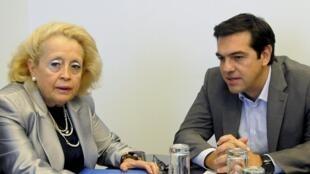 A primeira-ministra interina grega, Vassiliki Thanou, e o ex-primeiro-ministro e líder do Syriza, Alexis Tsipras, em imagem de arquivo.