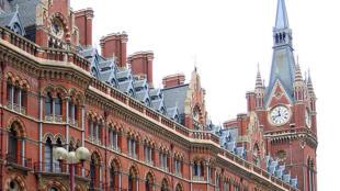 O ônibus levava os passageiros de Paris a Londres. Na foto, ilustrativa, a estação de Saint-Pancras, em Londres, Reino Unido.