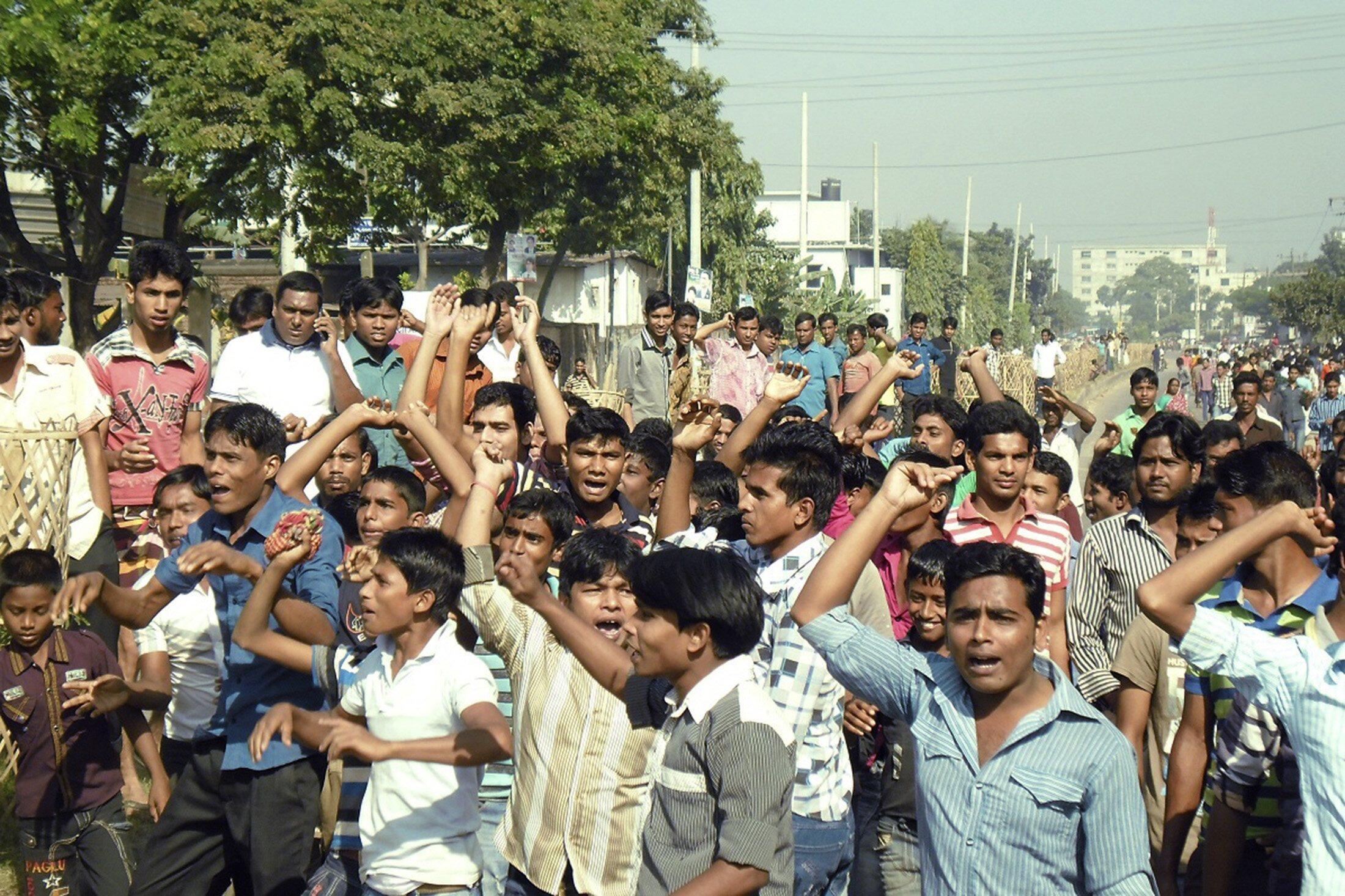 Công nhân ngành dệt may Bangladesh biểu tình đòi tăng lương 13/11/2013 - REUTERS /Stringer