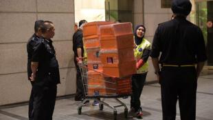 Cảnh sát Malaysia khám xét một số căn hộ thuộc sở hữu của gia đình cựu thủ tướng Najib Razak, Kuala Lumpur, ngày 17/05/2018