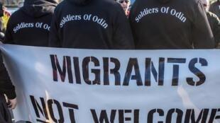 O grupo finlandês Soldados de Odin, sob as ordens de um delinquente neonazista, patrulha as ruas com o pretexto de proteger a população local dos imigrantes