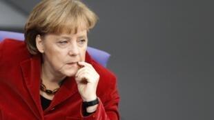 La chancelière allemande, Angela Merkel, critiquée pour avoir manifesté trop d'enthousiasme après l'annonce de la mort de ben Laden.
