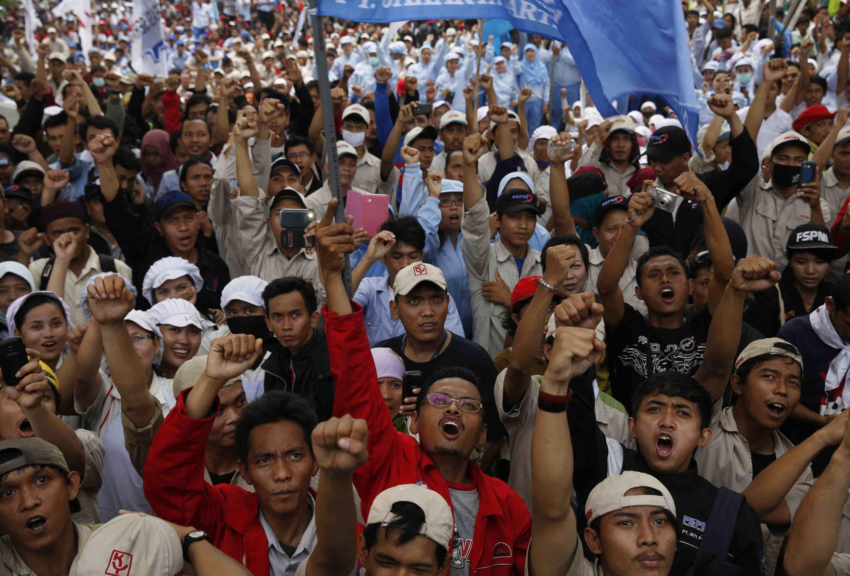Biểu tình đòi tăng lương tại khu công nghiệp Pulogadung, Jakarta, Indonesia, 31/10/2013