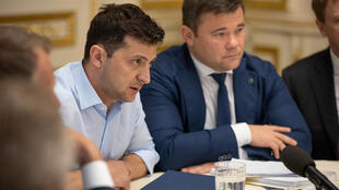 Le président ukrainien Volodymyr Zelenskiy (à gauche) et son nouveau chef de cabinet Andriy Bogdan, dont la nomination est très critiquée, à Kiev, ce mardi 21 mai 2019.