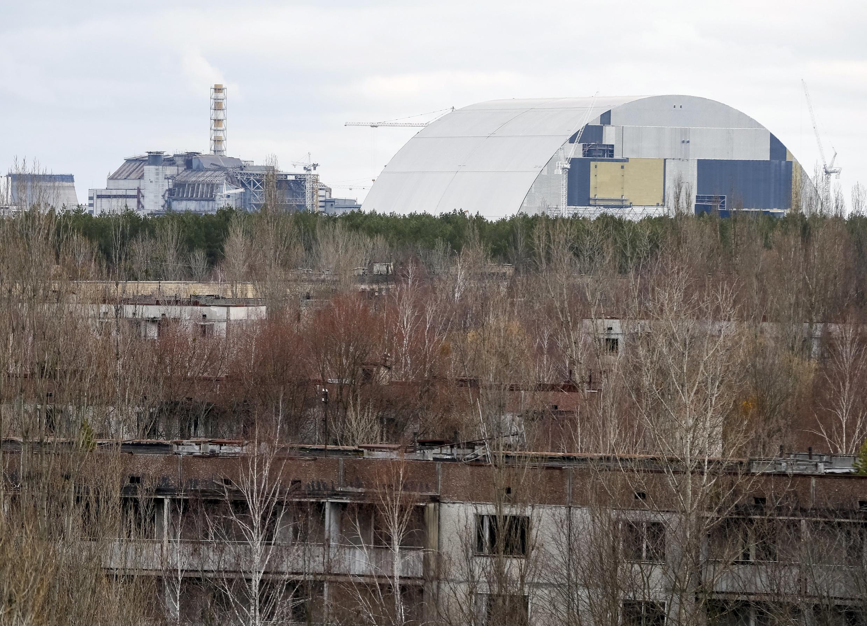 на плечи Украины лягут и работы по демонтажу первого саркофага. Предстоит также извлечь топливносодержащие радиоактивные отходы и разобрать саму станцию.