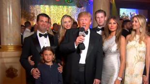 美國總統特朗普攜家人狂歡慶祝2018年新年資料圖片