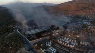 Une vue aérienne du camp de réfugiés de Moria, sur l'île de Lesbos, après sa destruction par un incendie.