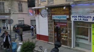 Le responsable de la bijouterie La Turquoise a abattu un des braqueurs qui attaquait son établissement, le 11 septembre 2013. La bijouterie avait été la cible d'un cambriolage en 2012.
