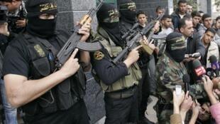 Jovens jihadistas islâmicos posam para foto em 12 de março, na Faixa de Gaza.