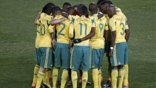 South Africa team huddles before the start of second half of the 2010 World Cup football match against Uruguay at Loftus Versfeld stadium in Pretoria 16 June, 2010